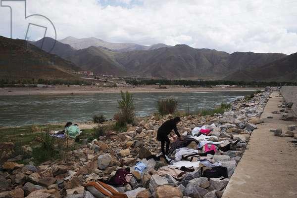 Lhasa River, Tibet (photo)