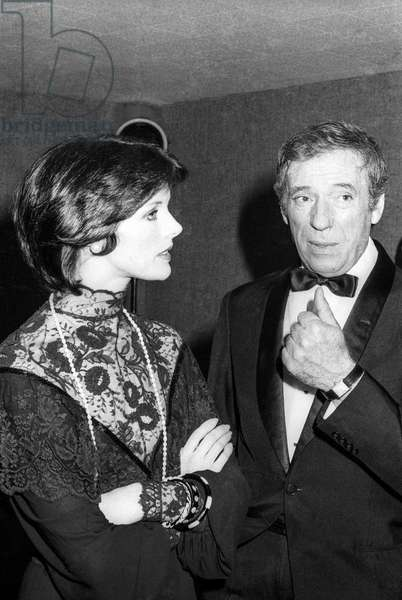 Gala given for the Cesar Awards in Paris, April 5, 1976 : Anny Duperey and Yves Montand (b/w photo)