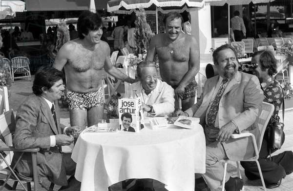 Jean-Christophe Averty, Roger Pierre, Armand Lanoux, Jean-Marc Thibault and Alain Bombard at the Palm beach Hotel in Cannes, August 1st, 1974 (b/w photo)