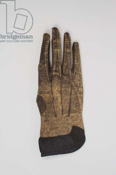 Single men's mourning gloves, 1730-1769 (leather, lace)