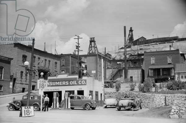 Gas Station, Butte, Montana, Arthur Rothstein for Farm Security Administration (FSA), July 1939