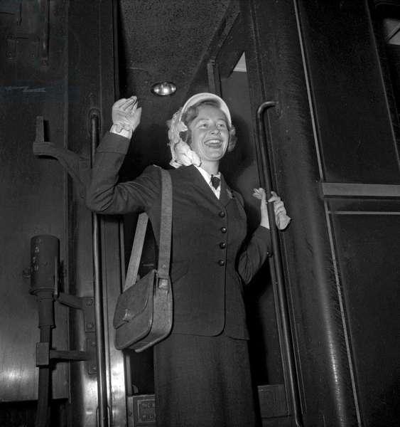 Beryl James, Miss Australia 1949, in Paris, August 25, 1949 (b/w photo)
