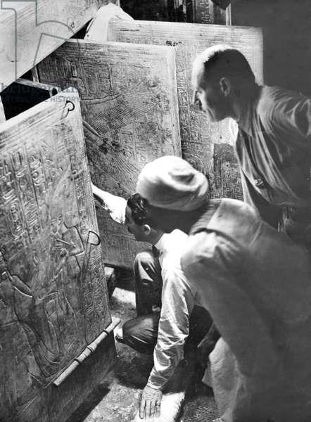 Howard Carter and George Carnarvon, 1922 (b/w photo)