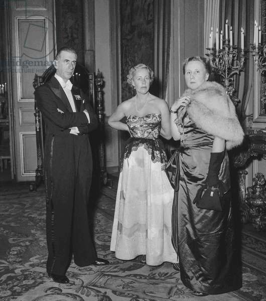 Visit in Paris of Sultan of Morocco Sidi Mohamed Ben Youssef  (Mohamed V) on October 10, 1950 : here reception at the Elysee with Pierre De Gaulle and his wife Madeleine Delepouve (b/w photo)
