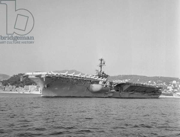 American aircraft carrier Independance in Nice, French Riviera, September 3, 1960 (b/w photo)