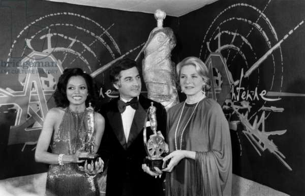 Diana Ross, Jean-Claude Brialy and Ingrid Bergman, at the First Cesars (French Movie Awards), 3 April 1976 (photo)