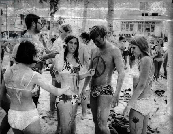 Body painting on the beach, 1969 (b/w photo)