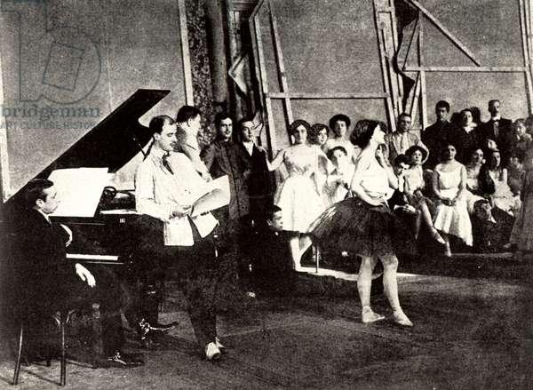 STRAVINSKY (1882-1971) at piano