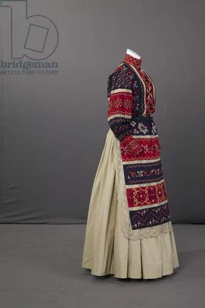 Ukranian wedding ensemble, 1895 (side oblique view), Silk crepe, embroidery
