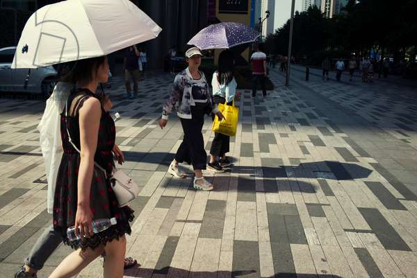 People on the streets, Chengdu, China (photo)