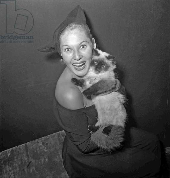 Cat show in Paris, November 1949 : actress Tilda Thamar with a cat (b/w photo)