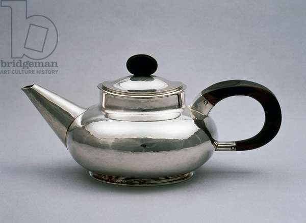 Hammered silver kettle with ebony handle and knob, 1922, made by Christian Dell (1893-1974). Germany, 20th century.