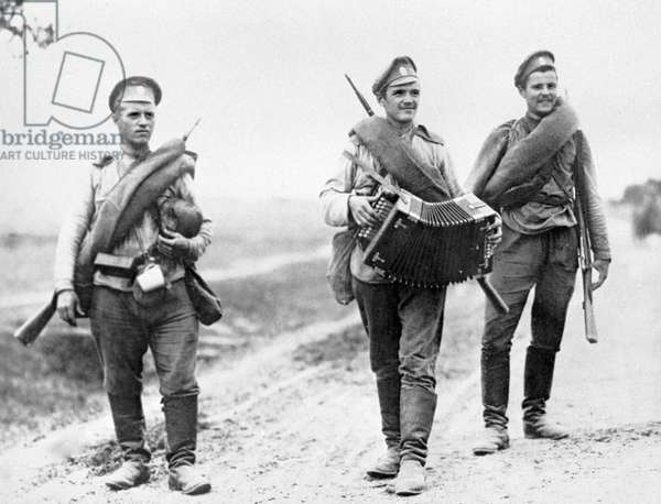 A group of soldiers deserting from the front, 23rd August, 1917 (b/w photo)