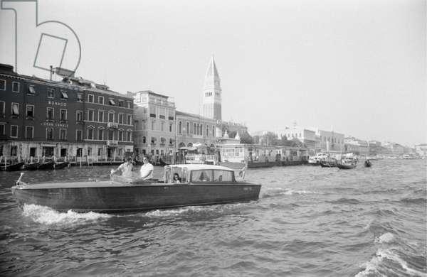 Soraya and Richard Harris going for a trip along the Grand Canal, Venezia, Italy