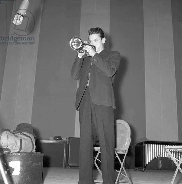 The trumpet player Chet Baker (b/w photo)