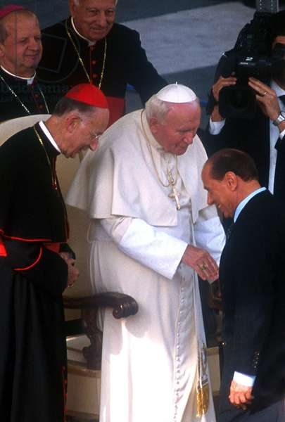 Vartican City, St. Peter's Square, October 30, 1999. Pope John Pope II meets Italian Prime Minister Silvio Berlusconi, during the Conference of Catholic Schools (photo)