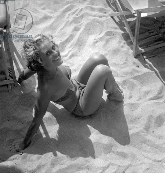Anne Margoles (18) is Miss French Riviera, France, 1949 (b/w photo)