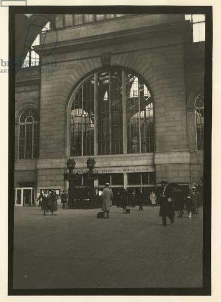 Penn Station, interior, New York, USA, c.1920-38 (gelatin silver photo)