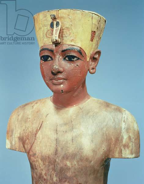 'Dummy' of the young Tutankhamun (c.1370-52 BC) wearing a compromise between the crown of the kings of Lower Egypt and the headdress of Nefertiti (painted & stuccoed wood) (see 148193)