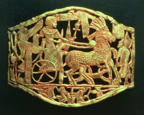 Openwork plaque or buckle showing the king's triumphal return with prisoners, from the tomb of Tutankhamun (c.1370-52 BC) New Kingdom (gold) (see also 391017)