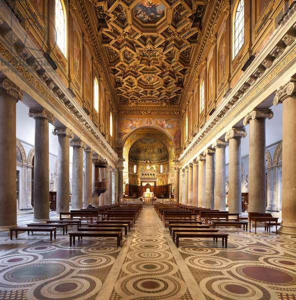 View of the central nave of the Basilica of Santa Maria in Trastevere (Santa Maria in Trastevere), Italian religious architecture, Church founded in the 3rd century under Pope Calixte 1st with the agreement of Roman Emperor Severe Alexander, Rebuilt in the 4th century under Pope Julius 1st, then in the 12th century under Innocent II, The mosaic of the choir realized between the 12th and 13th centuries, wooden coffered ceiling made by Domenico Zampieri, known as Le Dominiquin (1581-1641). Photography, KIM Youngtae, Rome, Lazio, Italy.