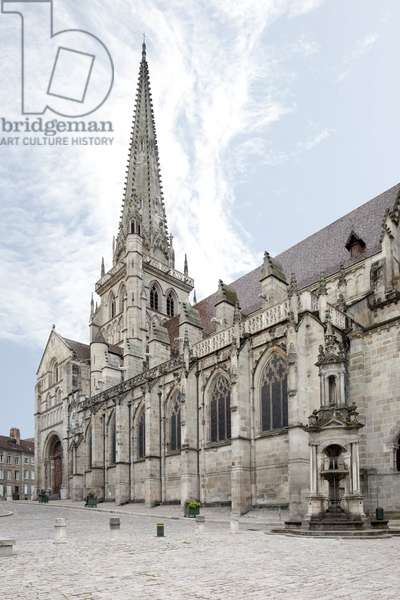 View of the Cathedrale Saint Lazare d'Autun, French religious architecture in Romanesque and Gothic style, Autun, Saone and Loire, Burgundy, 12th to 15th century