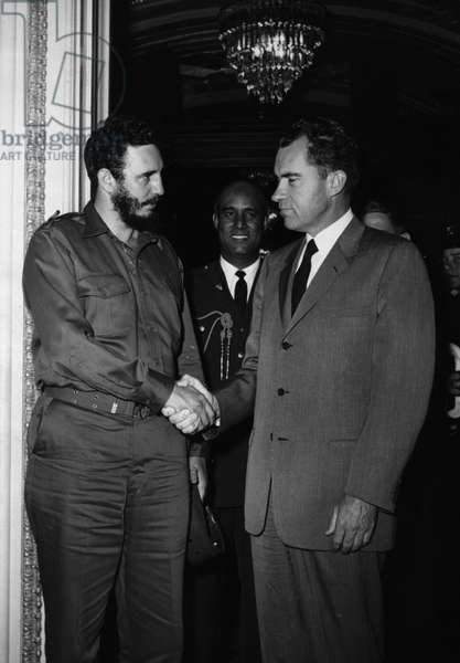 Apr. 21, 1959 - Washington D.C., USA - Fidel Castro shaking hands with RICHARD NIXON (1913-1994)