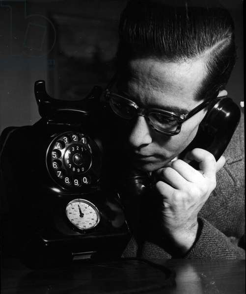 Jan. 01, 1955 - New taxes informer: A telephone with an automatic taxes informer is the last technical innovation. Thia arrangement will inform each owner of a telephone about the speaking taxes