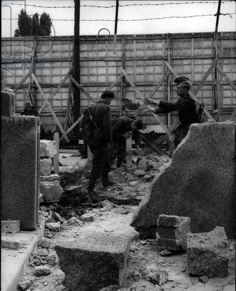 """May 05, 1962 - Heavy explosions in East-Berlin: Today in the morning, three big detonations happened on the East-side of the wall in Berlin-Wedding. On the Bernauer Street broke two meters of the wall. After the explosions some trucks with East-Berlin"""" Volkspolizei"""" drove on the sector-borders. """"Volkspolizei"""" on the burst wall in the Bernauer Street"""
