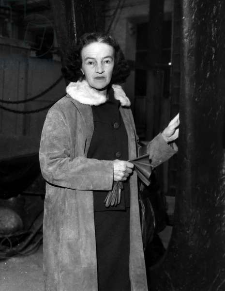13/11/1959 portrait of British sculptor Barbara Hepworth (b/w photo)