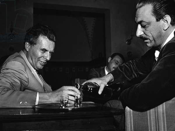 1958 portrait of the writer Aldous Huxley (1894-1963) in Siena with the editor Arnoldo Mondadori (1889-1971)