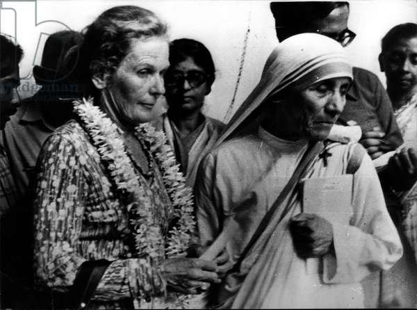 mother Teresa (Theresa) - Nov. 17, 1976 - Robert McNamara the World Bank President visits the slum area of South Kolkata: The World Bank President, Mr. Robert McNamara, accompanied by his wife, recently visited a slum area at Ekbalpore in South Kolkata