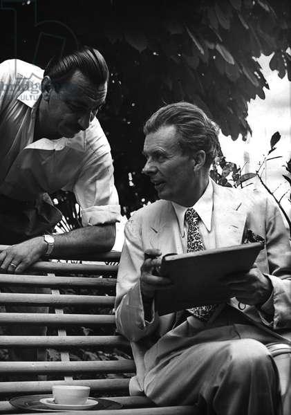 1958 approximately portrait of the writer Aldous Huxley (1894-1963) in Siena with the editor Arnoldo Mondadori (1889-1971)