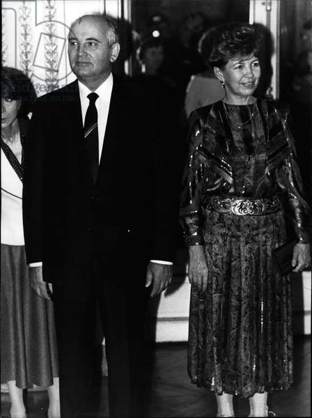 Oct. 03, 1985 - Mr. Gorbachev (Mikhail Gorbachev or Gorbachev, more rarely Gorbachev Gorbachov) (and his wife (Raissa Gorbachev) waiting for guests at dinner at the Elysee Palace in Paris