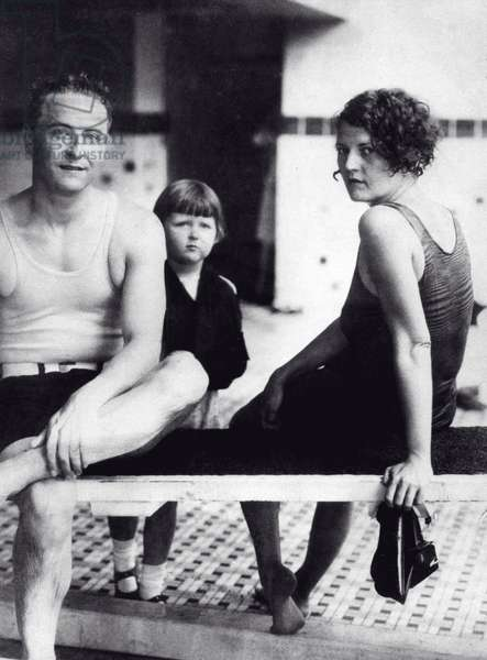 F. SCOTT FITZGERALD and wife ZELDA with daughter SCOTTIE on a trip to Virginia Beach, 1927