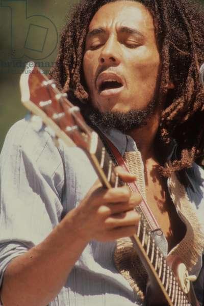 BOB MARLEY. Concert c. 1975 (photo)