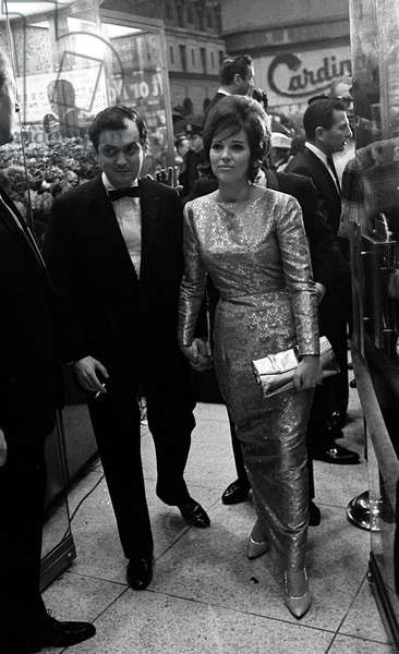 """Portrait of the maker Stanley Kubrick and his wife Christiane at the premiere of """"Lolita"""" in New York 1962"""