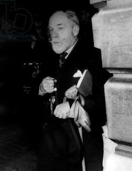 Jan. 01, 1955 - Opening Of The Commonwealth Conference - Sectator From Ireland - Prays For Peace - Outside No. 10: Sir Winston Churchill this afternoon presided over the first meeting of the Commonwealth Prime Ministers at 10. Downing Street