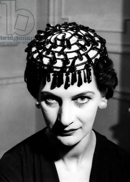 Jan. 01, 1955 - SAUCER HAT STYLE KEYSTONE PHOTO SHOWS: - A White Straw saucer hat, decorated with large black straw drope - a style Simone Mirman, seen at today's showing of the John Cavanagh Spring Collection in London today