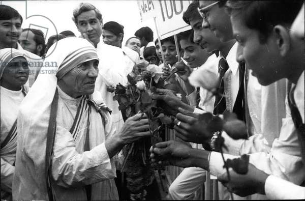 mother Teresa (Theresa) - Mother Teresa, the recipient of Nobel Peace Prize being greeted by school children on arrival at Palam airport in New Delhi on Friday-November 9, 1979