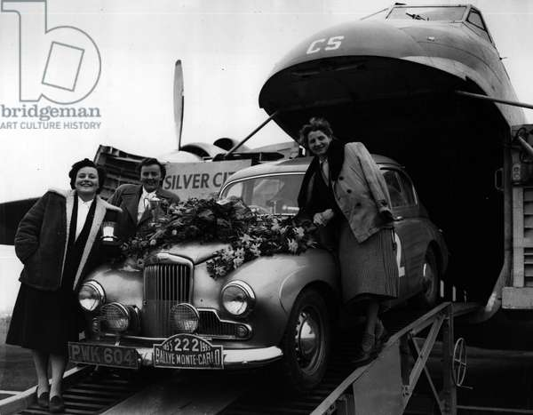 Jan. 01, 1955 - Ladies cup winner in Monte Carlo Rally home. Winner of the ladies cup in the Monte Carlo Rally -Sheila Van Damm, and her two co-drivers, Mrs. Ann Hall, of Huddersfield, and Mrs. Francose clarke, of Rugby, arrived home by air today Ferriyfield airport, near Lydd, Kent today - with their sunbeam -Talbot car
