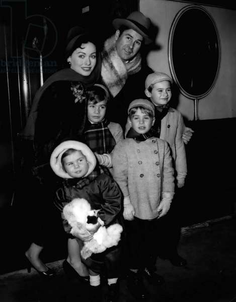 Jan. 01, 1955 - Jeanna Grain leaves for America: Famous film star Jeanne Crain, with her husband, Paul Brinkman, and their four children left Waterloo in the s.s. Liberte boat-train entrout for America